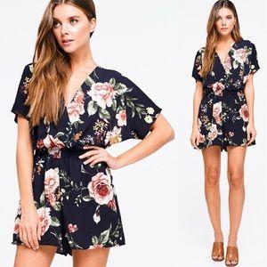 Dresses - Host Pick ⭐️ 8.24.19 Navy blue floral romper